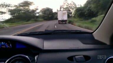 Polícia persegue carro por mais de 50 km em Londrina - Veículo chegou a atingir 149 km/h. O motorista só parou porque bateu num canteiro em Lerroville.