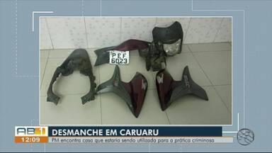 Homem é detido com motocicletas e droga dentro de residência em Caruaru - Na casa estavam duas motos, peças como motores e carenagens, e mais uma porção de maconha.