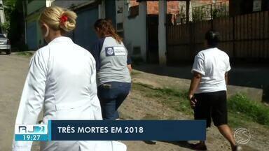Em Resende, agentes de saúde visitam moradores e oferecem vacina contra febre amarela - Três pessoas morreram na cidade vítimas de doença.