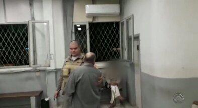 Vítimas de agressão relatam falta de acolhimento em delegacias do RS - As vítimas chegam a ficar frente a frente com o agressor.
