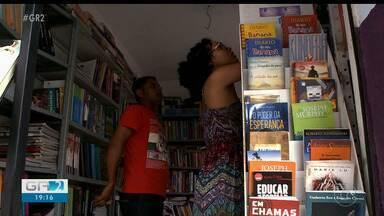Pais estão recorrendo aos sebos para economizar na compra dos livros - Se for comprar tudo novo nas livrarias é preciso desembolsar em média R$ 3,4 mil.