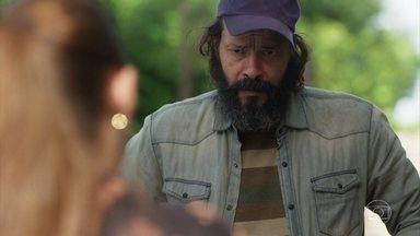 Judith questiona Robério sobre Sampaio - Ela o chama para conversar com Gabriel e ele desconversa sobre os pedidos dele