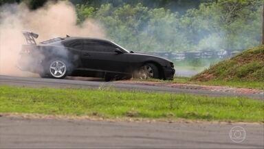 Pilotos mostram como fazer drift - Pilotos mostram como fazer drift
