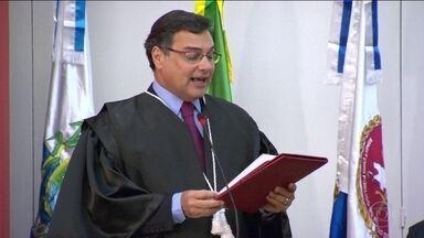 Procurador do Rio diz que pode denunciar Fabrício Queiroz mesmo sem depoimento dele - MP investiga a movimentação de 1 milhão e 200 mil de ex-assessor de Flávio Bolsonaro