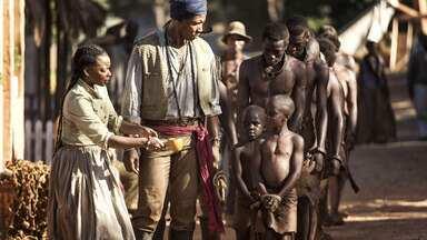 Episódio 6 - Os negros livres chegam a Serra Leoa e, com a ajuda dos ingleses, criam uma nova cidade chamada Freetown. Aminata desejavoltar para sua aldeia natal Bayo, que não está muito longe de Freetown.