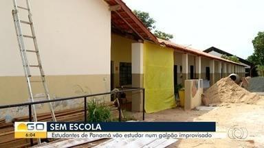 Alunos voltam das férias sem salas adequadas para estudar, em Panamá - Unidade passa por reforma há mais de um ano e estudantes estão em prédio improvisado.