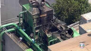 Fogo assusta médicos e pacientes do Incor - Incêndio destruiu torres de refrigeração em prédio atrás do hospital.