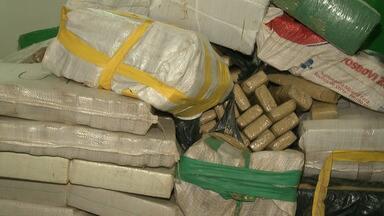 Oito são presos com mais de 4,5 toneladas de macona em Atibaia - Suspeitos foram encontrados descarregando droga no caminhão.