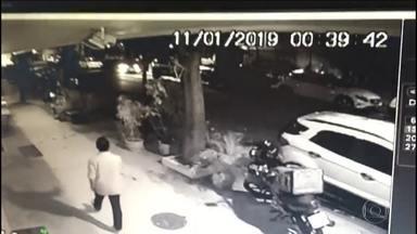 Polícia do Rio procura uma quadrilha acusada de fazer sequestros relâmpago no Leblon - Câmeras de segurança flagraram bandidos sequestrando três pessoas na rua Dias Ferreira