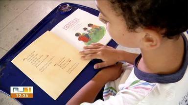 Rio Sul.doc mostra os desafios enfrentados pelos leitores da região - parte 5 - Em Pinheiral, estudantes da rede municipal de ensino escreveram um livro sobre a cidade em co-autoria com um escritor profissional.