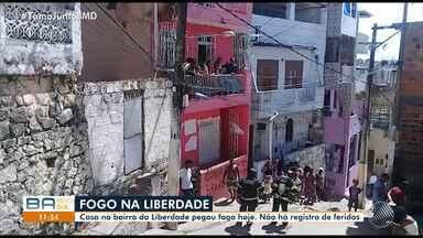 Incêndio: casa pega fogo no bairro da Liberdade em Salvador - Não há registro de feridos.