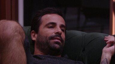 Vinicius observa: 'Já está declarado o grupo A e o grupo B' - Brothers conversam