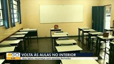 Alunos das escolas municipais e estaduais voltam às aulas, em Goiás - Algumas escolas foram fechadas e alunos foram redistribuídos em outras unidades. Também existem prédios que continuam em reforma.