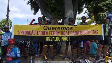 Ciclistas fazem protesto no terminal de São Joaquim - Os manifestantes pedem redução na tarifa do ferry boat para bicicletas.