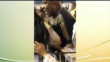 Diretor da bateria da Vai-Vai é expulso depois de ser flagrado agredindo uma mulher - A agressão foi durante o ensaio técnico da escola de samba no sábado à noite.