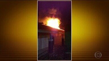 Criminosos colocam fogo em uma creche e em subestação de energia no Ceará - Os criminosos invadiram uma creche na Região Metropolitana de Fortaleza e fizeram um ataque a uma subestação de energia. A onda de violência no Ceará já dura 20 dias.