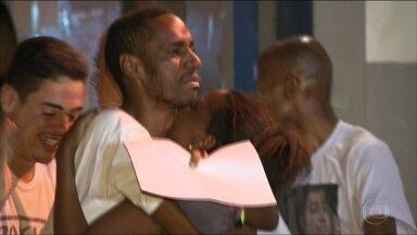 Rapaz preso por assassinato que não cometeu é libertado no Rio - Leonardo Nascimento estava preso há uma semana, acusado injustamente de matar Matheus Lessa, que se colocou na linha de tiro para proteger a mãe de um assalto. Polícia assumiu o erro.