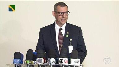 Boletim: porta-voz da Presidência afirma que operação de Bolsonaro foi bem sucedida - Parte da equipe de israelenses que ajudará no resgate das vítimas chega em Brumadinho (MG). Já foram confirmados 60 mortos na tragédia e foram encontrados dois corpos dentro de ônibus da Vale.