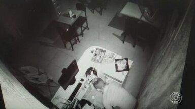 Câmeras de segurança registram um furto a um restaurante em Sorocaba - Câmeras de segurança registraram um furto a um restaurante em Sorocaba (SP).