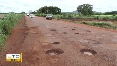 Rodovia esburacada: trecho de 60km causa transtornos aos motoristas - Rodovia esburacada: trecho de 60km causa transtornos aos motoristas