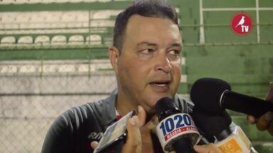 """Técnico do CRB fala sobre a formação do time e comenta a vitória sobre o Jaciobá - Roberto Fernandes quer mais do Galo nos próximos jogos, mas lembra: """"É um trabalho do zero"""""""