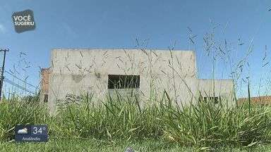 Obra de posto de saúde está abandonada em Pirassununga - Moradores reclamam da situação do local.