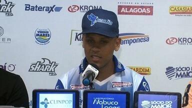 Lateral Carlinhos é convocado para o CSA - Jogador chegou ao mutange com dois títulos brasileiros na carreira.