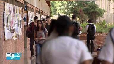 Sistema de cotas está mudando o perfil dos estudantes da Universidade de Brasília - No ano passado, 9 mil alunos ingressaram na UnB, sendo que 45% vieram de escolas públicas.