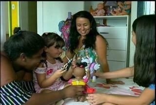 Menina que há 8 anos esperava para ser adotada realizou o sonho de ter uma família - A história de Malu começou quando ela conheceu um colega na escola.