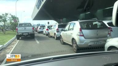 Vídeo flagra veículos estacionados em fila dupla no aeroporto de Palmas - Vídeo flagra veículos estacionados em fila dupla no aeroporto de Palmas