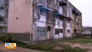 Moradores do Pinheiro que fizeram financiamento imobiliário pedem avaliação dos imóveis - Imóveis foram financiados pela Caixa Econômica Federal. Objetivo dos moradores é receber o dinheiro de volta.