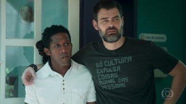 Rafael permite que Tarcísio faça as medições na sede da ONG - Ele diz a Vinícius que será obrigado a vender o terreno para seu primo
