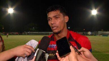 Eleito melhor do Rivengo, Jhonata festeja gol de empate do Flamengo-PI diante do River-PI - Eleito melhor do Rivengo, Jhonata festeja gol de empate do Flamengo-PI diante do River-PI