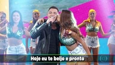 """Felipe Araújo canta """"Atrasadinha"""" - O sucesso empolga a plateia do Domingão"""