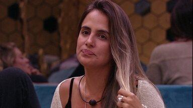 Carolina conta sonho que teve: 'Tomava banho nua' - Sister comenta sobre nudez e Diego fala da sua bunda