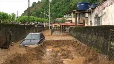 Mangaratiba, no RJ, decreta emergência por causa das chuvas - Cidade da Costa Verde é muito procurada por turistas. Temporal provocou alagamentos em vários municípios do Estado do Rio.