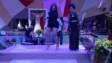 Gabriela e Rízia se empolgam na pista de dança da Festa Moda - Sisters se empolgam
