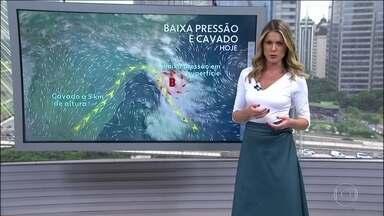 Risco de temporal em parte do Sudeste, principalmente no Rio de Janeiro - O temporal pode chegar a qualquer hora no Rio de Janeiro. No Centro-Oeste e em quase todo o Norte pode chover durante o dia. Chove fraco na faixa leste paranaense, catarinense e no Rio Grande do Sul. No Nordeste, pode chover ao longo do dia.