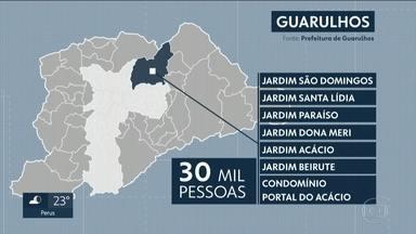 SABESP informa que abastecimento de água em Guarulhos irá normalizar nesta quinta (7) - Empresa informou que vai finalizar a manobra para normalizar o fornecimento de água na cidade. Cerca de 30 mil moradores ficaram com o abastecimento comprometido por causa de uma cratera que se abriu no bairro de Santa Emília.