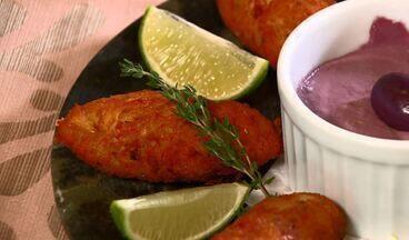 Bolinho de bacalhau - Aperitivo saboroso leva poucos ingredientes e é fácil de preparar