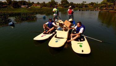 """Stand Up """"do bem"""" - Prática do Stand Up Paddle é usada para recolher lixo em represa."""