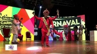 Nova corte do carnaval paulistano toma posse - Os candidatos a rei momo, rainha e princesas deram um show de leveza. Os escolhidos foram a vendedora Jéssica Bueno, de 21 anos, da escola de samba Camisa Verde e Branco, e o psicólogo Fábio Rocha, de 38 anos, da Dragões da Real.