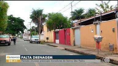 Falta de drenagem preocupa moradores do bairro São Pedro - Falta de drenagem preocupa moradores do bairro São Pedro