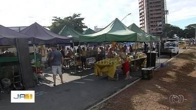 Comerciantes reclamam de mudanças em local de feira, em Goiânia - Grupo protestou contra mudanças sugeridas pelo prefeitura.