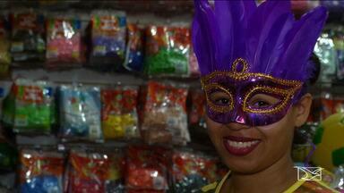 Prévias de carnaval aquecem comércio no Maranhão - Movimentação no centro comercial no município de Balsas já é intensa e os comerciantes já estão animados com as vendas de fantasias na região.