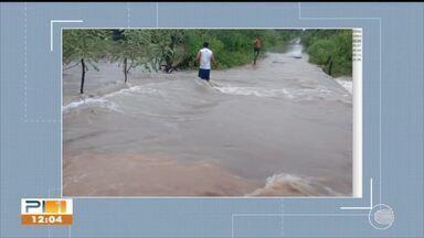 Cidade do Norte do Piauí fica inundada durante chuvas - Cidade do Norte do Piauí fica inundada durante chuvas