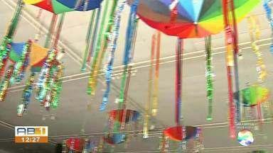 """Baile à Fantasia da Sucata acontece neste sábado (9) - Evento será realizado no Espaço Renato Machado a partir das 21h. Festa terá show do Maestro Spok e concurso para eleger a """"Rainha da Sucata""""."""