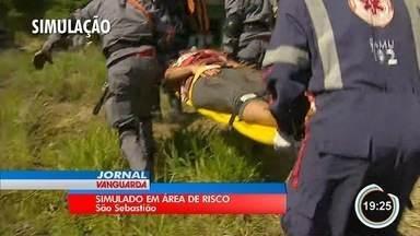 Defesa Civil e Bombeiros fazem treinamento em área de risco em São Sebastião - Simulação contou com participação de moradores.