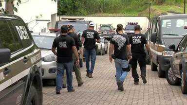 Polícia Civil anuncia prisão de integrantes de organização criminosa em Juiz de Fora - Foram 26 pessoas presas. Também foram apreendidos um adolescente, dez carros, drogas, R$ 120 mil e diversos outros materiais.
