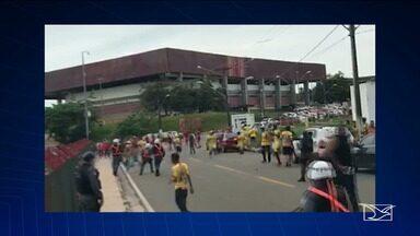 Tumulto antes do jogo causa transtornos fora do estádio Castelão, em São Luís - Antes do jogo, houve tumulto fora do Castelão.